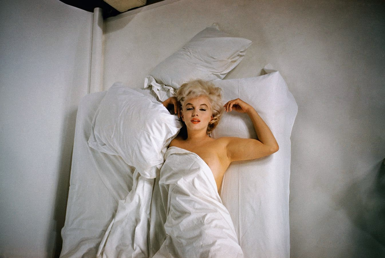 Photos of Famous Dead Bodies Celebrity Open Casket Funerals What does photosensitivity look like