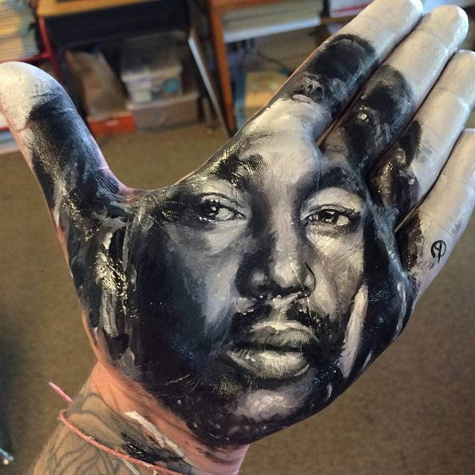 artist-russell-powell-paints-realistic-portraits-on-his-hands-and-stamps-them-on-paper-1.94375075_mini