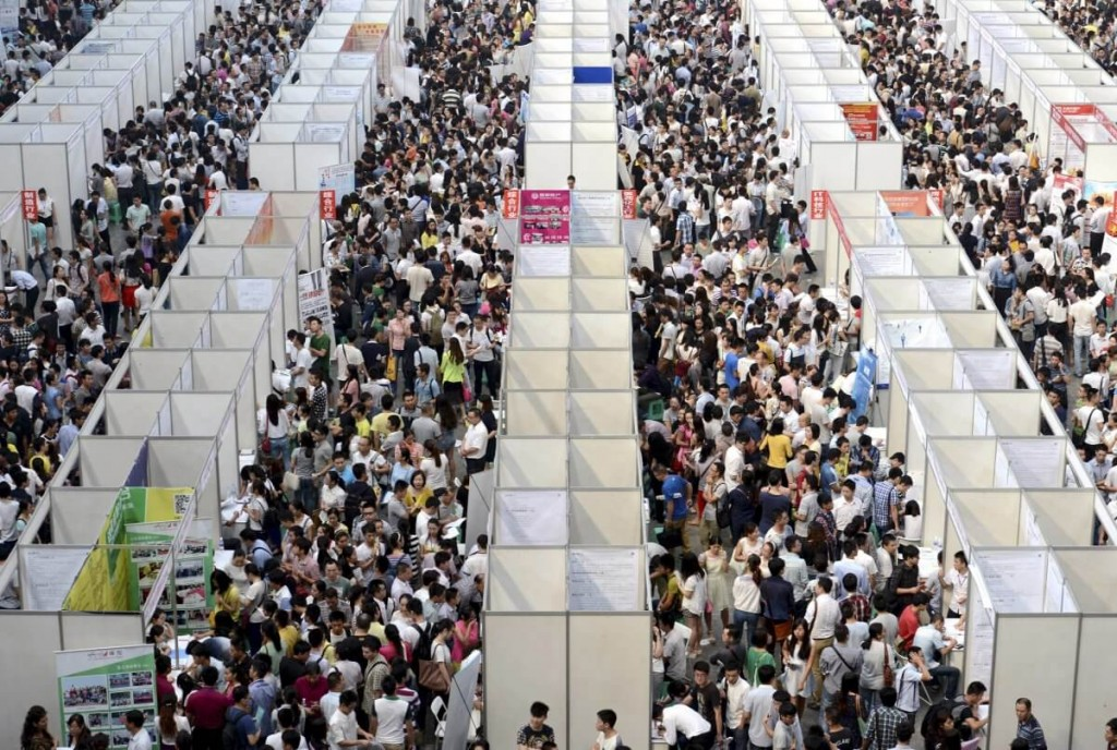 thousands-of-job-seekers-visit-booths-inside-a-job-fair-in-chongqing (1)