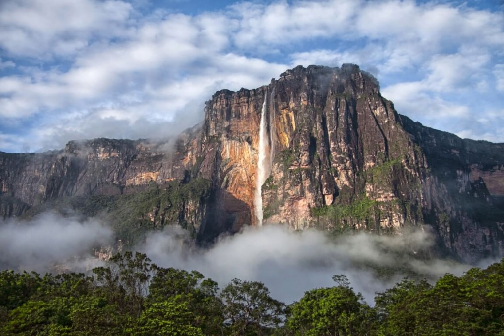 Angel-Falls-from-a-distance (1)