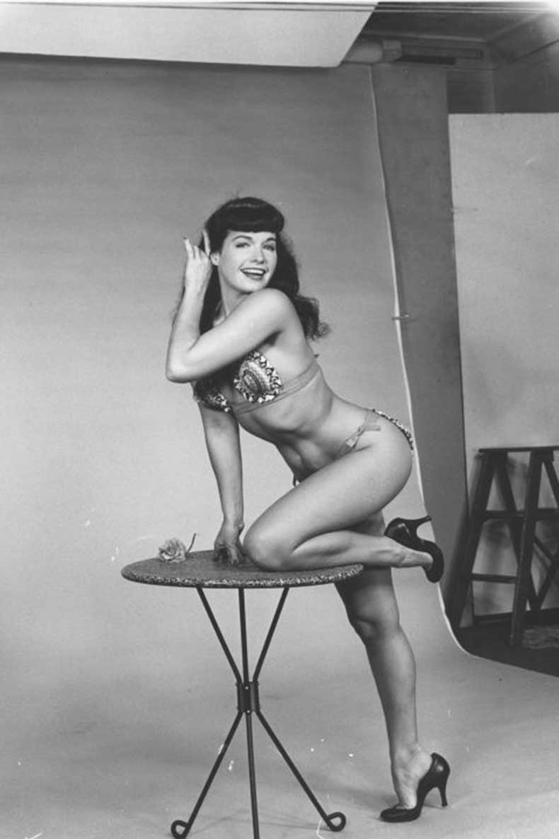 1445479070-1445448416-hbz-hourglass-bodies-bettie-page (1)