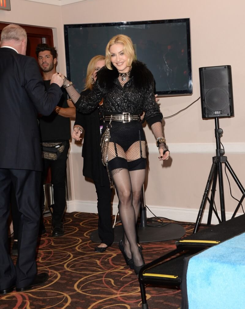 Madonna-Wearing-Sexy-Outfit-At-2013-Billboard-Music-Awards-In-Las-Vegas-10 (1)