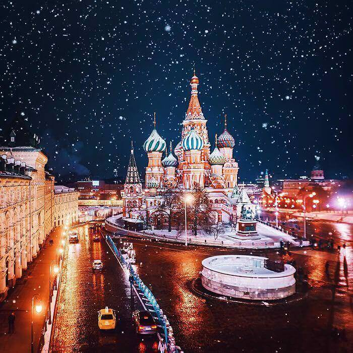 moscow-city-looked-like-a-fairytale-during-orthodox-christmas-12__700_mini_mini