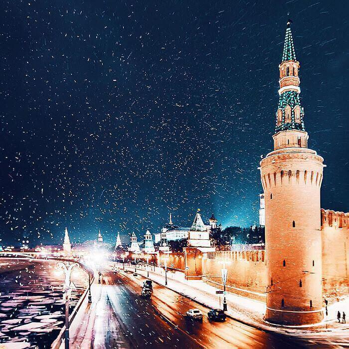 moscow-city-looked-like-a-fairytale-during-orthodox-christmas-8__700_mini_mini