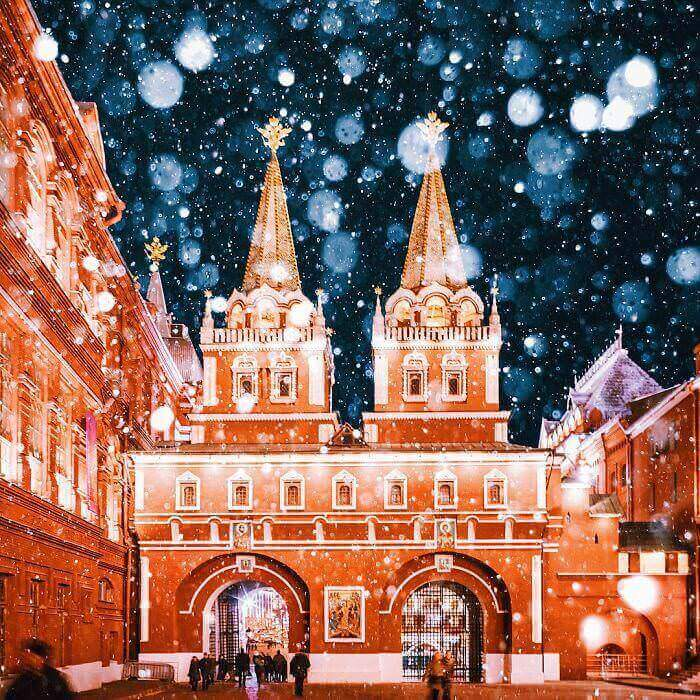 moscow-city-looked-like-a-fairytale-during-orthodox-christmas-9__700_mini_mini