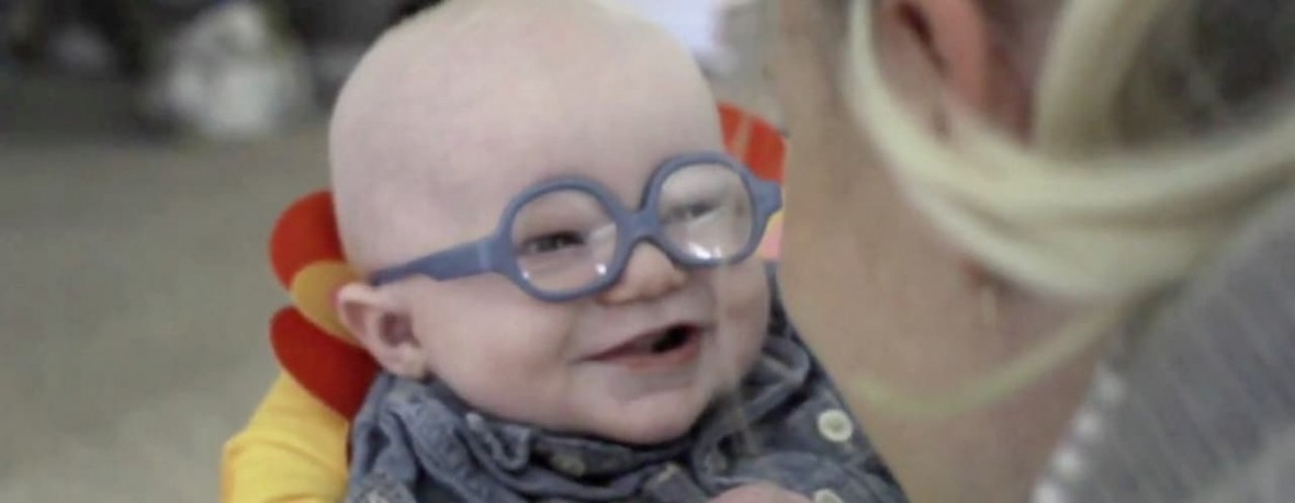 baby-sees-mom-video