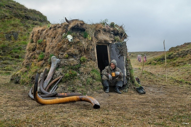 mammoth-tusk-finder-amazing-hut
