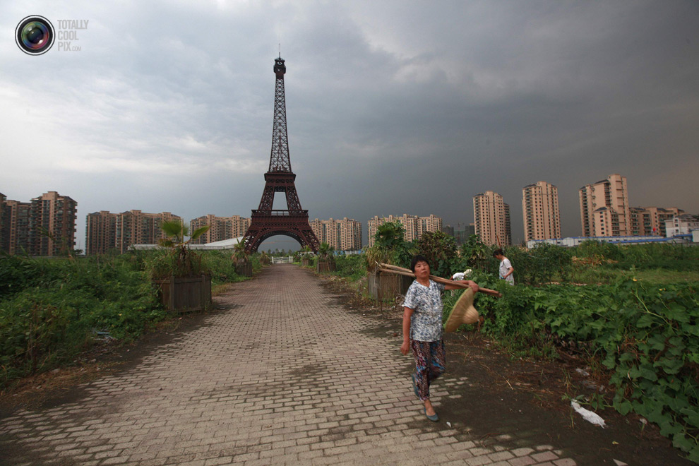 tianducheng-fake-paris-in-china-eiffel-rower-in-field-21
