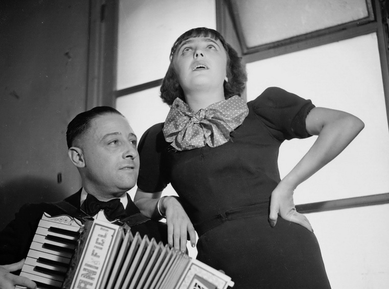 FRANCE - CIRCA 1936: Edith Piaf and her accordionist, Juel. Paris, 1936. (Photo by Lipnitzki/Roger Viollet/Getty Images)