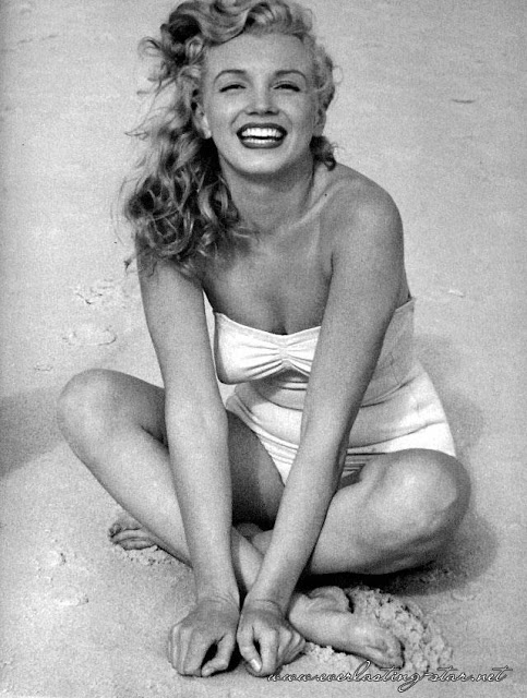 Beautiful Photographs of Marilyn Monroe by Andre de Dienes, 1949 (10)