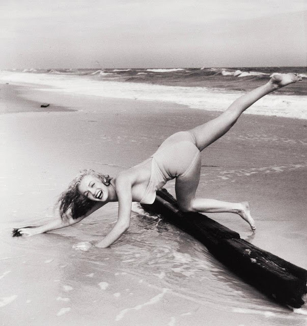 Beautiful Photographs of Marilyn Monroe by Andre de Dienes, 1949 (11)