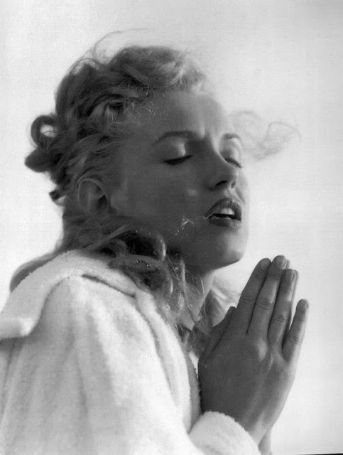 Beautiful Photographs of Marilyn Monroe by Andre de Dienes, 1949 (17)