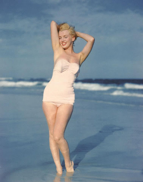 Beautiful Photographs of Marilyn Monroe by Andre de Dienes, 1949 (5)