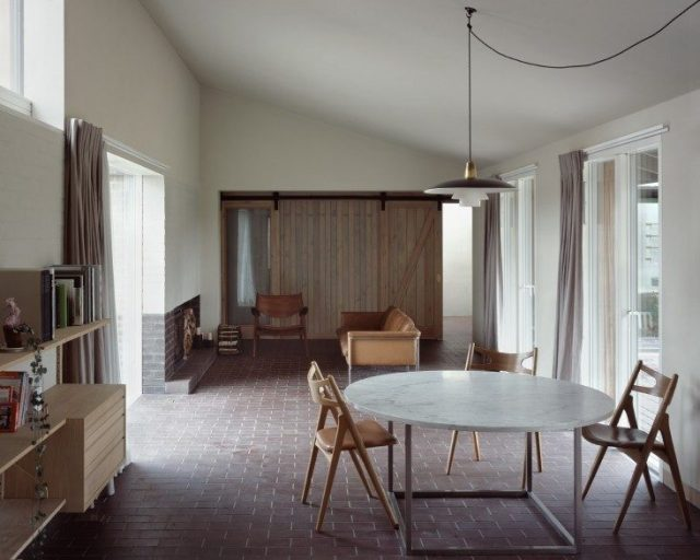 Rural-Office-For-Architecture-Old-Barn-Norfolk-07__104__Ioana-Marinescu-Remodelista-733x586-733x586