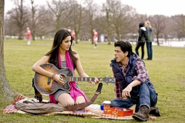 katrina-kaif-posing-with-guitar_1396861594100