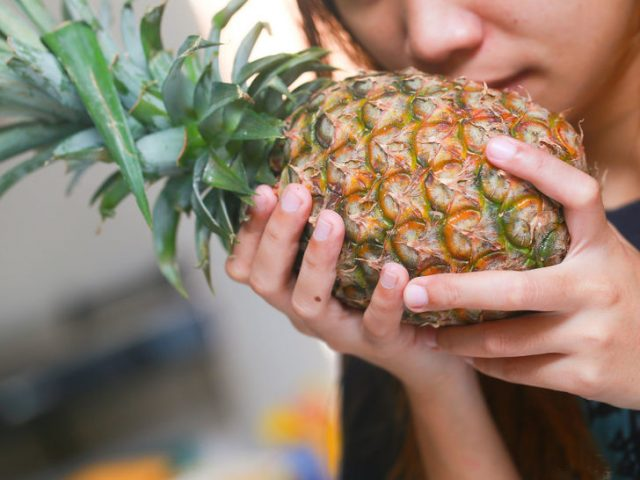 728px-Ripen-an-Unripe-Pineapple-Step-1-Version-3